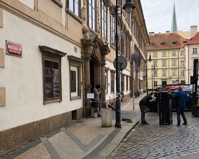 1. protiteroristický výsuvný sloup FAAC / Senát ČR